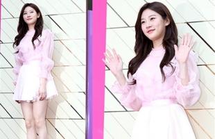 韩国女星示范夏季清新穿搭 甜美迷人