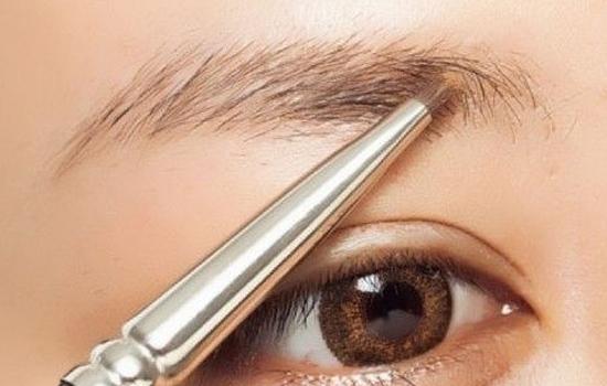 额头窄适合什么眉形?这样画眉轻松提升颜值