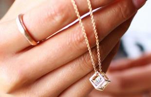 有哪些钻石项链适合冬季佩戴?