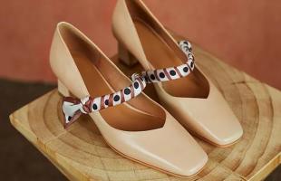 鞋子穿搭这三个挑选思路值得学习,既时髦又显高,高级又日常!