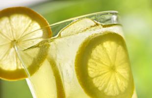 日常生活中的柠檬饮品做法,学会做法,一夏天都够喝,美容又养颜!